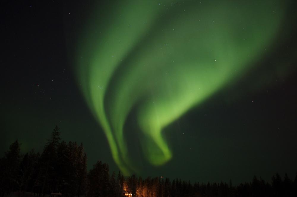 Kleuren in het noorderlicht - Groen behang van het water ...
